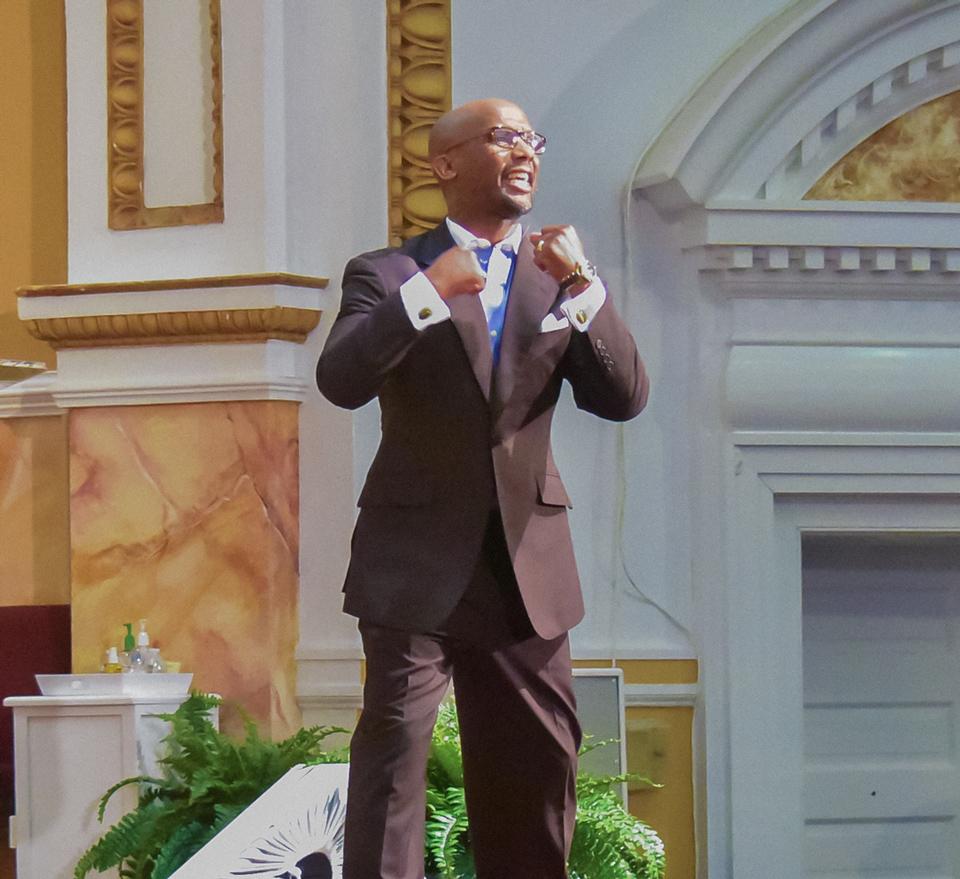 Pastor-Crump-Preaching